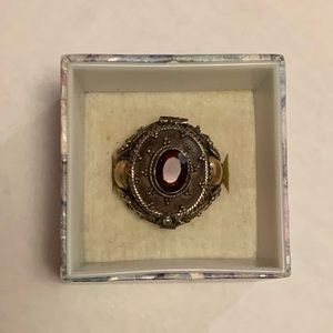 Very unique 925 garnet poison ring size 7